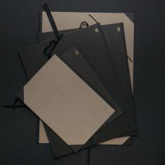 Eleganckie Teczki Rysunkowe na projekty, szkice, może również służyć jako teczka portfolio.