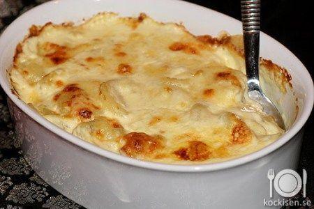 Potatisgratäng funkar utmärkt till de flesta kött eller kycklingrätter. Lätt att förbereda innan och är