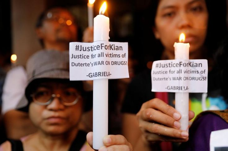 MANILA (Reuters) – Hundreds of neighbors and left-wing activists marched and lit candles near the spot where a 17-year-old high school student was shot dead by police last week in President Rodrigo Duterte's controversial war on drugs.  Heavy rain did not stop people protesting... - #Father, #Filipino, #News, #Shot, #Victims, #Young