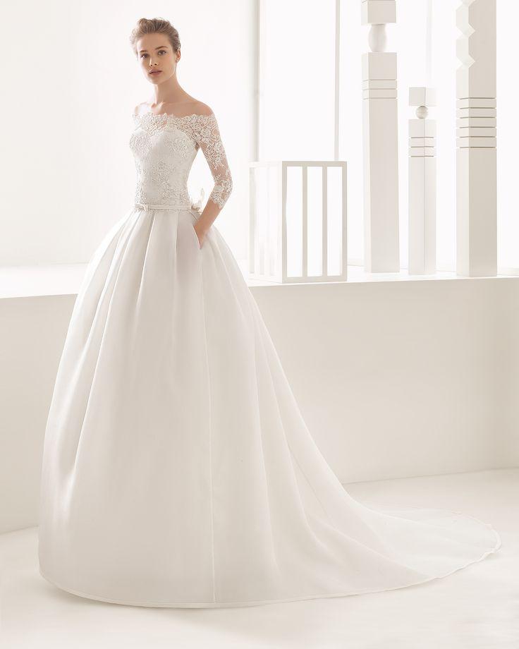 Traje de novia de costura con cuerpo de encaje y falda de organza. Colección 2017 Rosa Clará