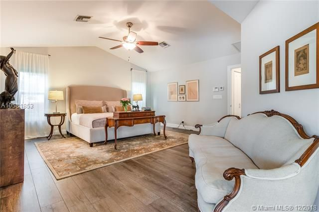 Move In Ready Just Perfect Davie Luxury Main Home Guest Home 6 Car Garage Over An Acre Of Land Susan Penn Ewm 954 557 5 Home Property Property For Sale