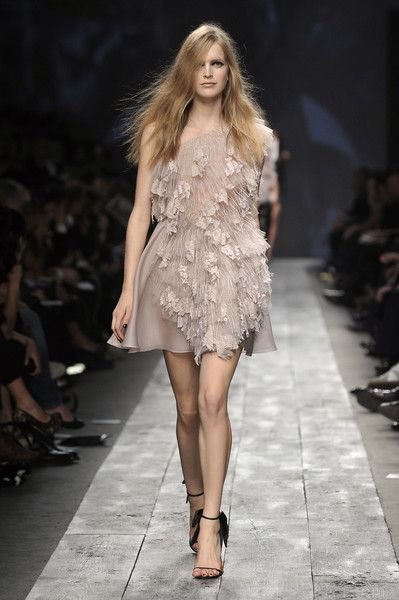 Valentino at Paris Fashion Week Spring 2010 - Runway Photos