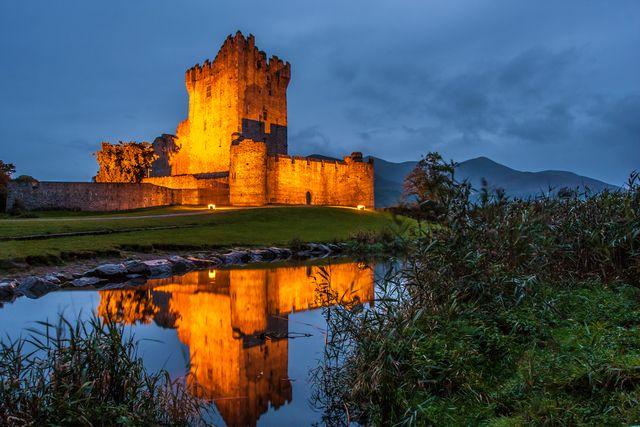 Stai viaggiando in Irlanda con bambini e ragazzi? Ti piace la bicicletta o sgambettare? Nel Parco di Killarney ti aspettano castelli laghi, passeggiate e avventure nei boschi!