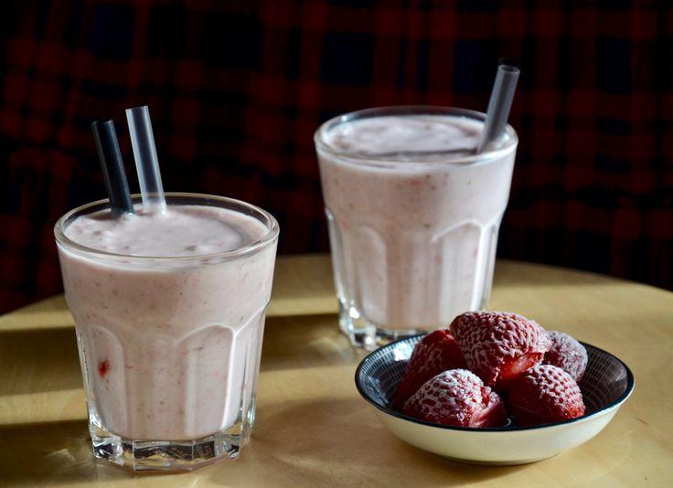 Smoothie z kokosového mléka, banánu a jahod #Banány, #Jahody, #Jednoduché, #KokosovéMléko, #Paleo, #Recept, #Rychlé, #Sladké, #Smoothie, #Vegetariánské, #Whole30