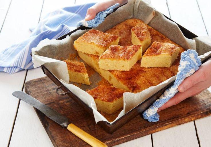 Dette er en lettbakt kake med ferdig vaniljesaus i deigen, og helt uten egg.