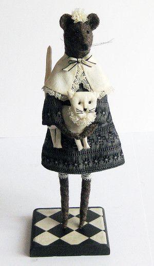 """""""Мышь с кошкой"""" автор Лилиан Эмин lilemin@yandex.ru Работа в частной коллекции 10.1.2011"""