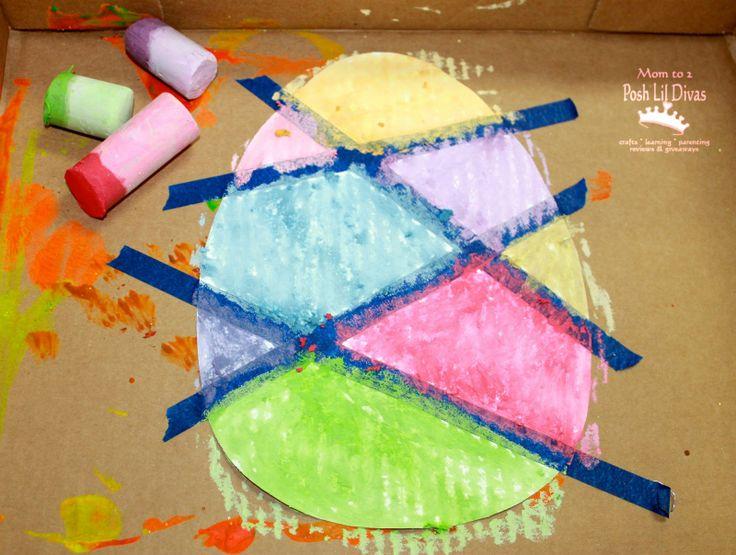Dat is nog eens een ander hip idee! Met tape vlakken maken op een groot ei. Inkleuren met stoepkrijt, wasco of verf. Later de schilderstape er voorzichtig van afscheuren!