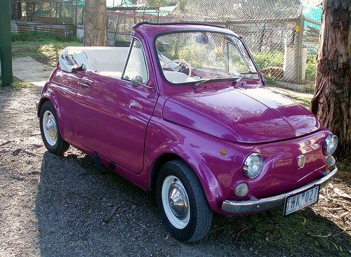 Fiat 500... And it's PURPLE!!! Just right for those Summer Days. ßßß