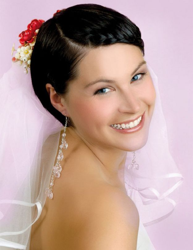 Свадебная прическа на короткие волосы с косой ::: onelady.ru ::: #hair #hairs #hairstyle #hairstyles