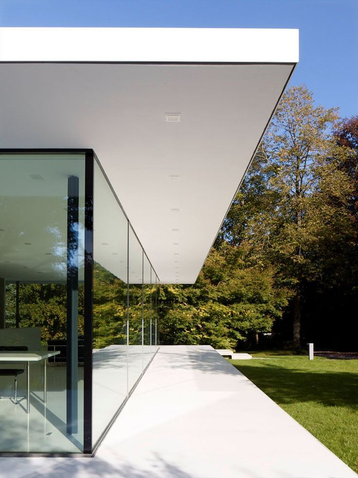 Werner Sobek. Channeling Mies van der Rohe, apparently. Distinguishing this from the Farnsworth House isn't easy. Nice, though.