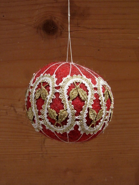 Felt Christmas ball with bobbin lace