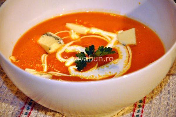 Cum se face supa crema de rosii? O reteta simpla de supa crema cu rosii si ardei copt. Se serveste cu gorgonzola si smantana.