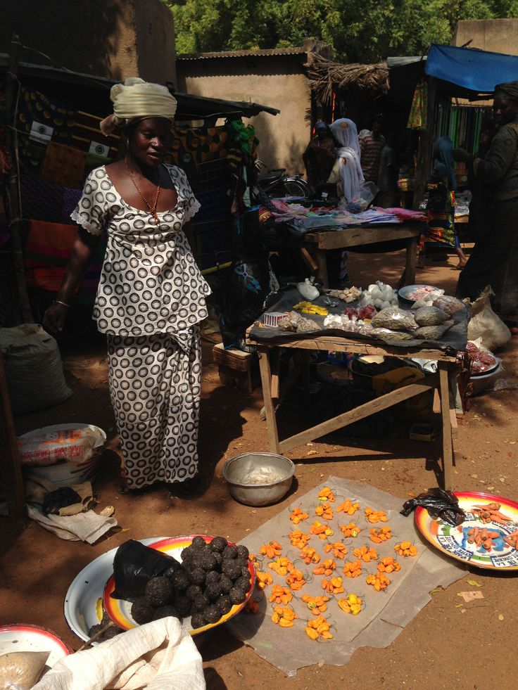 The market in Garango // the woman selling really orange peppers