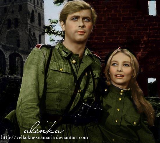 """Láska kvetla i během druhé světové války. Janek a Marusya ze slavného televizního seriálu """"Čtyři z tanku a pes""""."""