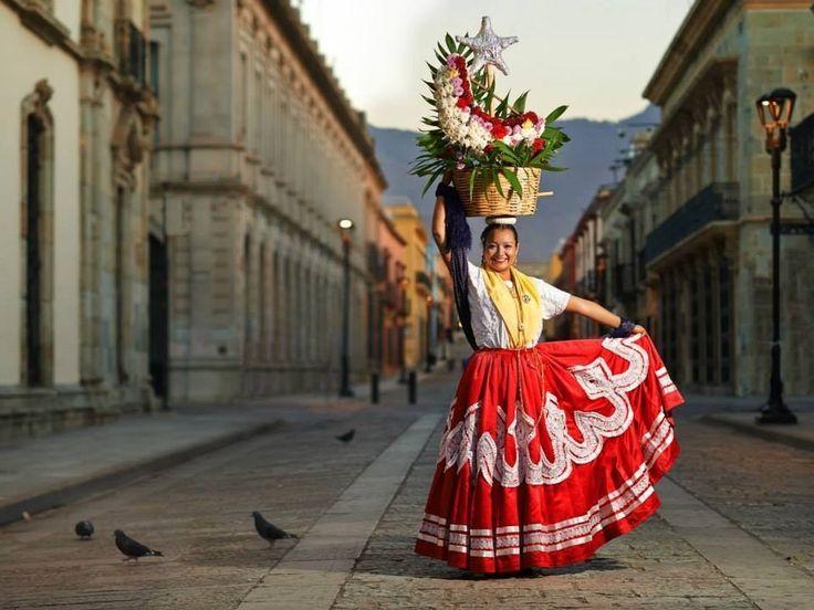 Y hace que, junto con él, quedemos fascinados con esta tierra llena de colores y cultura.   Este fotógrafo está haciendo que todo el mundo se enamore de Oaxaca