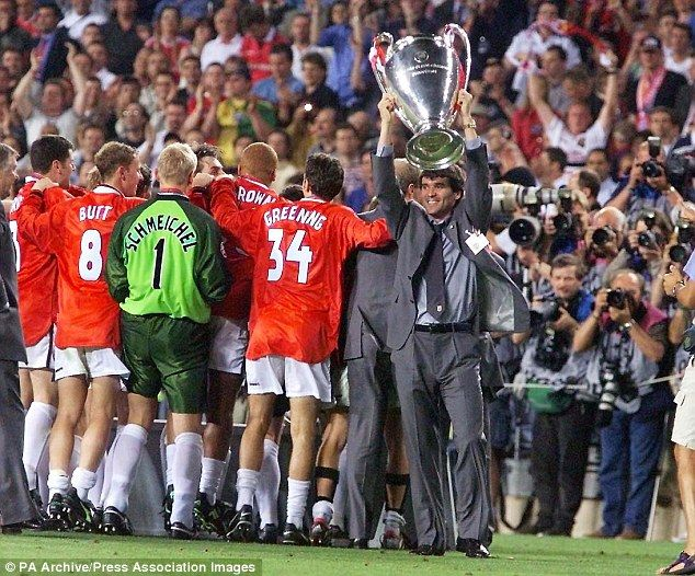 Roy Keane with the giant trophy