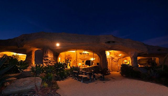 Real-Life Flintstones House in Malibu for sale (3,5 Mio $) Ist schon außergewöhnlich, mir wäre es dann doch etwas zu viel.