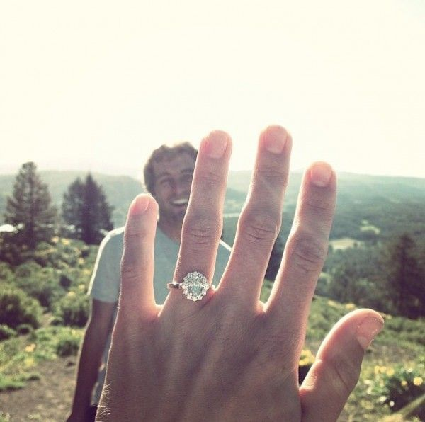 How to take an engagement ring selfie: 10 simple rules for the perfect shot - Wedding Party: