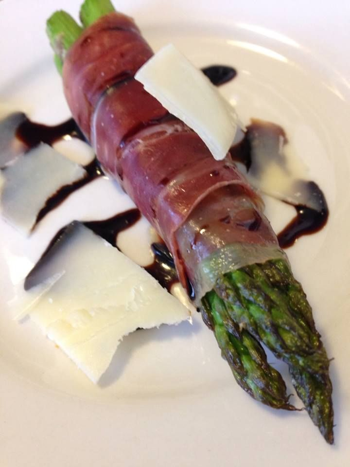 Crispy Prosciutto Wrapped Roasted Asparagus with Balsamic Reduction ...