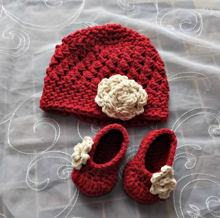 New Baby Gift antique ivory and apple red - This is so cute make me really want another one...maybe I could just learn to crochet instead! lol