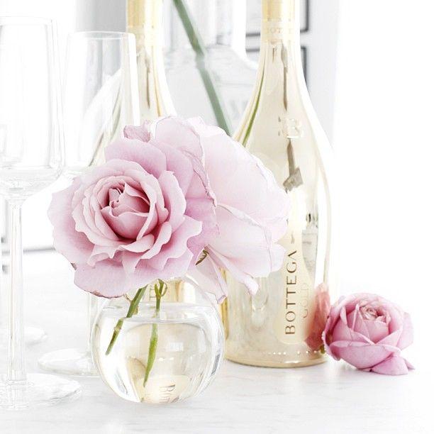 Trevlig fredag mina vänner :) #roomdeco #bloggse #fredag #rosor #champagne #bottega #myhome #mitthem #interior #interiör #interiorforyou #interior4all #home #Frillesås