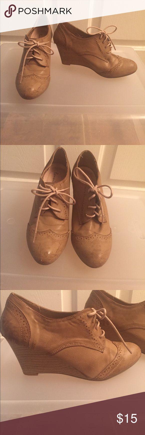 Tan Oxford wedges size 8! Lightly worn Tan Oxford wedges size 8 lightly worn - too tight on me Shoes Wedges