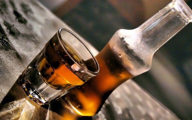 Honey earinon: Η τέλεια συνταγή για το αυθεντικό ρακόμελο Κρήτης ...