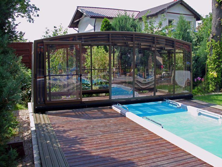 Složené zastřešení plaveckého bazénu VENEZIA, je plně podchozí.
