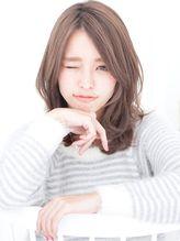 前髪長め前髪なしセンターパートアッシュカラーくびれミディアム デジタルパーマ.5