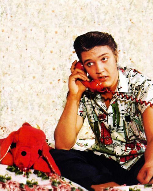 Elvis Presley, 1956 *I LOVE his shirt!*
