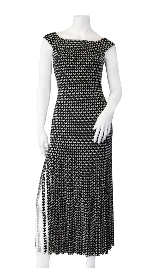 Make a statement with this Frank Lyman dress!