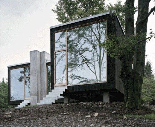 """Den här """"skogvaktarstugan"""" ligger i Varbergs inland och Petra Gipp Arkitektur Ab fick tidningen Arkitekturens debutantpris 2007 för huset."""