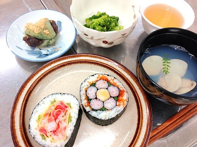 桃の花とバラです(o^^o) - 32件のもぐもぐ - 飾り巻、潮汁、菜の花の和え物、よもぎ餅 by yoshie1031