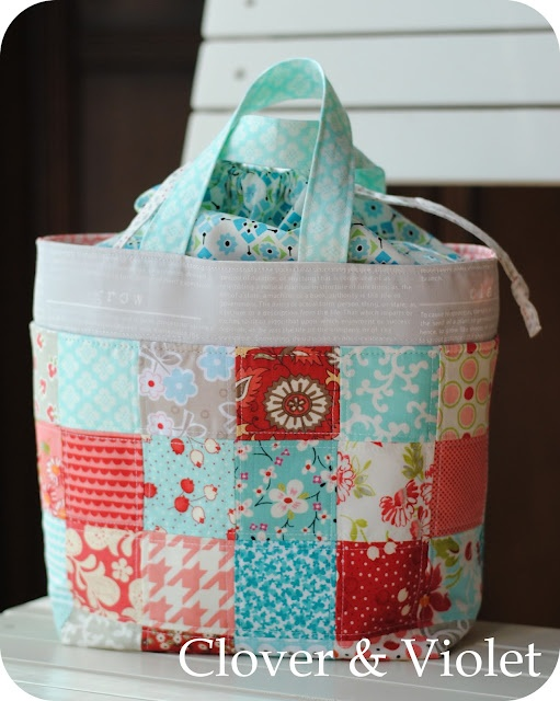 I need to make one!! Clover and Violet's Lunch Bag