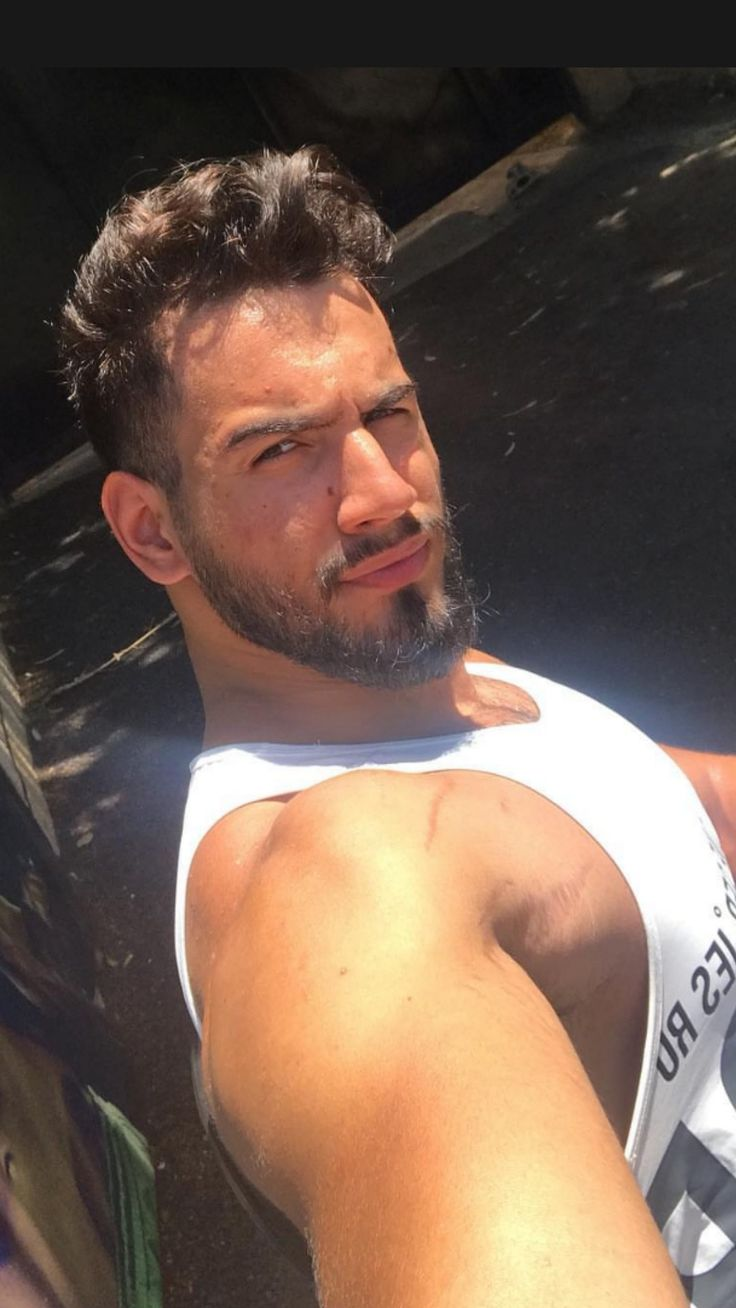 Pin by Justlifestyle on Hottest Hunks. | Awesome beards, Hot hunks, Beard styles