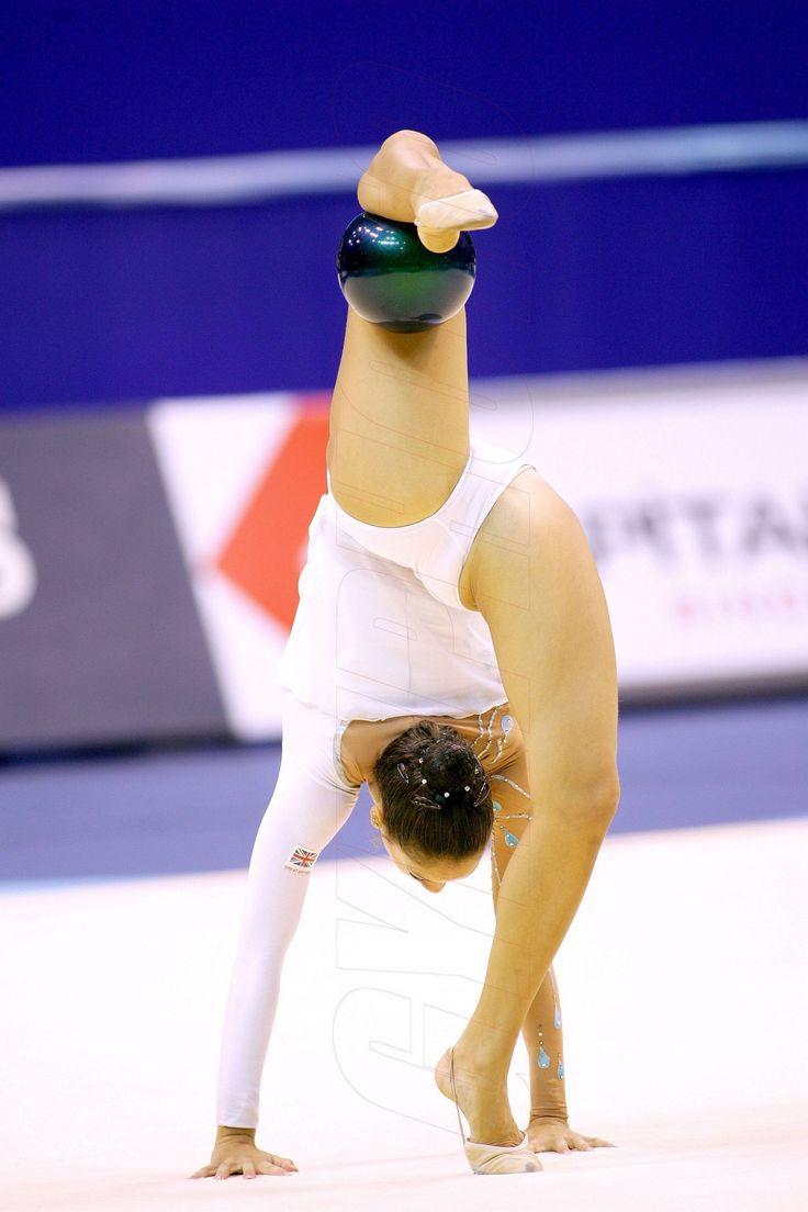 гимнастка в белом все видно видео вином
