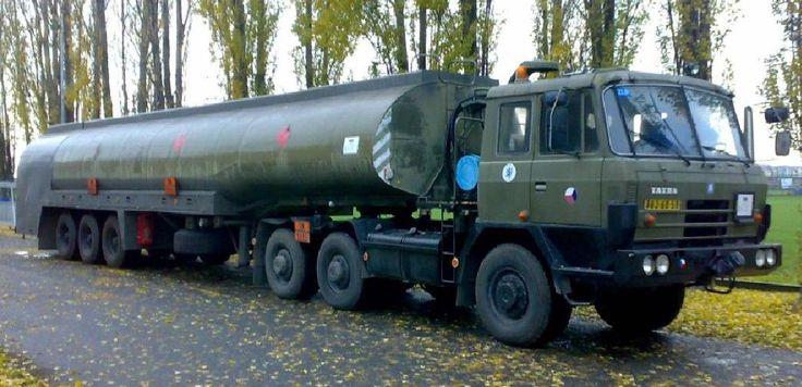 Tatra T815 VNTH 28 265 6x6.1- CNPL-45 - 45.000 l /1989/ letiště Praha Kbely