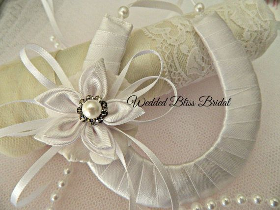 Horseshoe Wedding BOQUET | Wedding Bridal Horseshoe charm Keepsake - White Horseshoe - Petals ...