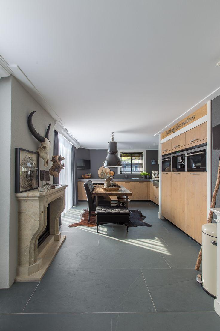 Prachtige Jaddish leisteen in groot formaat. 120x60 cm. Exclusief vervaardigd in de groeve voor Van den Heuvel & Van Duuren.