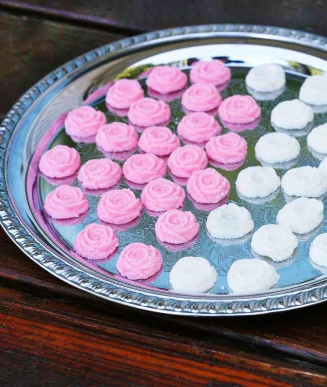 How to make homemade cream cheese mints (using rubber mint molds). Click through for recipe!