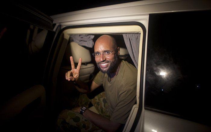 """Der freigelassene Sohn des gestürzten und ermordeten libyschen Machthabers Muammar al-Gaddafi, Saif al-Islam, kann in die Machtstrukturen des Landes eingehen, auch ist nicht ausgeschlossen, dass er für das Amt des Präsidenten vorgeschlagen wird. Dies erklärte der amtliche Sprecher der Stammesvereinigung, Basem as-Sol, gegenüber der """"Iswestija""""."""