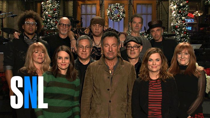 SNL Hosts Tina Fey & Amy Poehler Are Psyched For Bruce Springsteen and t...