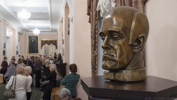 CF0803.jpg Бюст Святослава Рихтера (скульптор Эрнст Неизвестный, 2012 г.