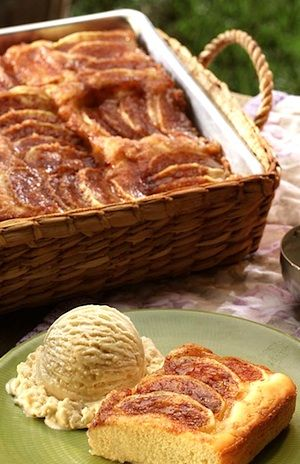 Apple kuchen with yeast dough