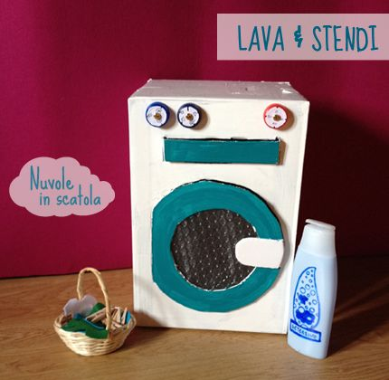 La lavatrice di cartone, con il detersivo più ecologico che c'è: quello fatto di fantasia.