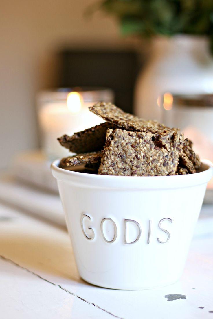 Hjemmelagede knekkebrød kan lages i store porsjoner, varer lenge og er geniale i hverdagen. Nøtte...