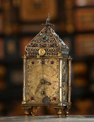 Rajotte-né Nádasdy Erzsébet adományozta a sárvári Nádasdy Ferenc Múzeumnak azt az órát, amely a családi hagyomány szerint a Nádasdyak egykori, Sárváron őrzött műkincsgyűjteményébe tartozott.