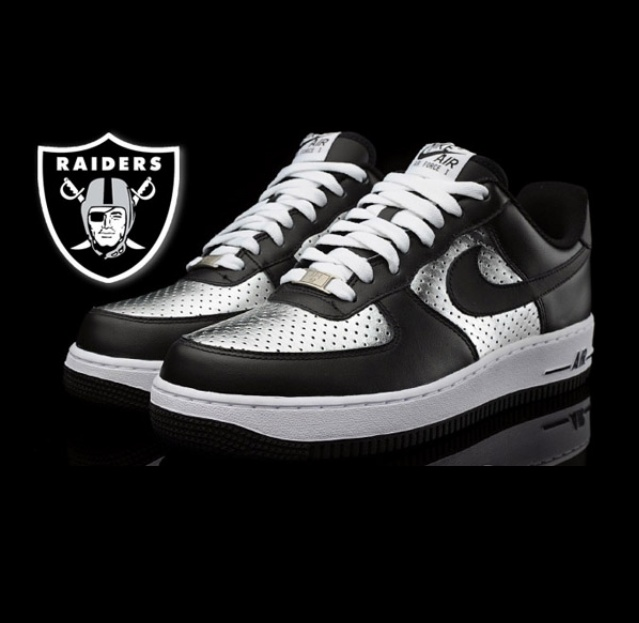 innovative design ab59e 25531 Oakland Raiders Nike Roshe One Custom