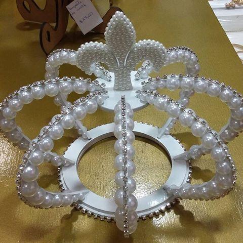 A pedidos, fizemos a coroa de Topo de bolo na cor branca, disponível no Ateliê D'Luxo do shopping Difusora.  #coroa3d #coroa #topodebolo #aniversario #principe #princesa #festas #ateliê #ateliedluxodifusora #ateliedluxo