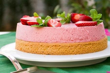 Μους φράουλας με σαμπλέ μπρετόν - Γρήγορες Συνταγές | γαστρονόμος online